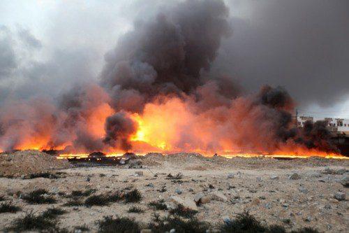 جبار اللعيبي : السيطرة على 9 ابار نفطية مشتعلة في حقل القيارة