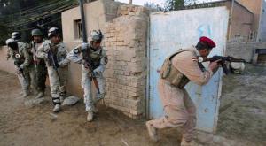 القوات العراقية تواصل التقدم ضد داعش وتدخل حقول الألغام