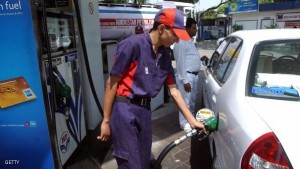 New Delhi, INDIA:  An Indian worker at a petrol station fills a car with fuel in New Delhi, 18 April 2006.    The price of New York's light sweet crude hit a historic peak of 70.88 USD per barrel as the market fretted over possible military conflict between the United States and Iran. It beat the previous record 70.85 USD reached 30 August 2005, when Hurricane Katrina had battered oil facilities on the US Gulf Coast. The price of Brent North Sea crude oil hit a record high 72.20 dollars per barrel.    AFP PHOTO/Manpreet ROMANA  (Photo credit should read MANPREET ROMANA/AFP/Getty Images)