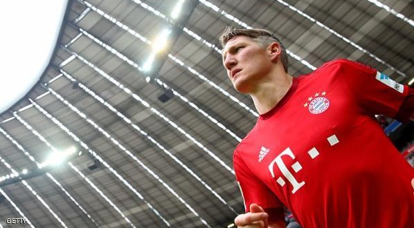 MUNICH, GERMANY - MAY 23:  Bastian Schweinsteiger of Muenchen enters the field for the Bundesliga match between FC Bayern Muenchen and 1. FSV Mainz 05 at the Allianz Arena on May 23, 2015 in Munich, Germany.  (Photo by Alexander Hassenstein/Bongarts/Getty Images)