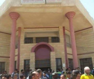 متظاهرون جنوب الحلة يقتحمون مبنى قائممقامية الهاشمية ويجبرون القائممقام على الاستقالة