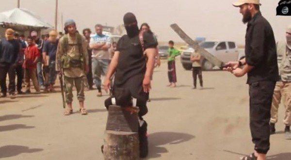 large للمرة الأولى داعش يعدم نساء بقطع الرأس 55f5e