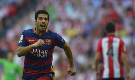 لويس سواريز لاعب برشلونة  سعيد باحراز هدف في مرمى اتليتيك بيلباو بالدوري الاسباني يوم الاحد. تصوير: فينسنت وست - رويترز