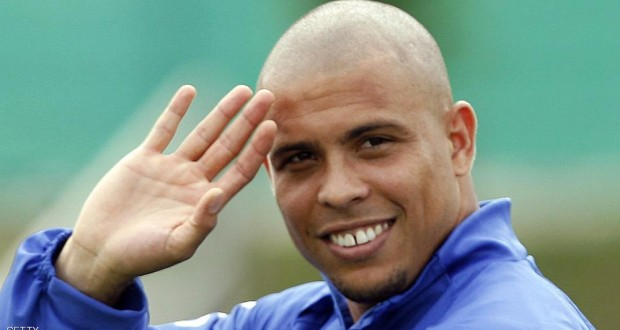 (FILE) Brazilian Ronaldo Nazario (R) jests during a training in Konigstein, Germany, 15 June 2006. Ronaldo was invited by  the President of the Brazilian Football Confederation Ricardo Teixeira to be the strong man of the FIFA World Cup Brazil 2014 Organising Committee as French Michel Platini (France 1998) and Franz Beckenbauer (Germany 2006) were during their respectives World Cups, Brazilian site G1 of Globo said on November 29, 2011.   AFP PHOTO/VANDERLEI ALMEIDA (Photo credit should read VANDERLEI ALMEIDA/AFP/Getty Images)