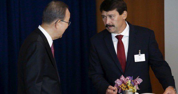 دعا الأمين العام للأمم المتحدة بان كي مون رئيس هنغاريا يانوش أدير إلى احترام كرامة وحقوق الإنسان خلال معالجة بلاده لقضايا اللاجئين والمهاجرين.