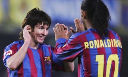 رونالدينيو فخور بصناعته لأول هدف لميسي مع برشلونة