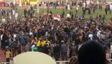 جمهور السماوة يحاصر يونس محمود في الملعب