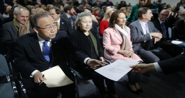 United Nations Secretary-General Ban Ki-moon (L) attends the World Climate Change Conference 2015 (COP21) at Le Bourget, near Paris, France, December 10, 2015. REUTERS/Stephane Mahe  - RTX1Y4TH