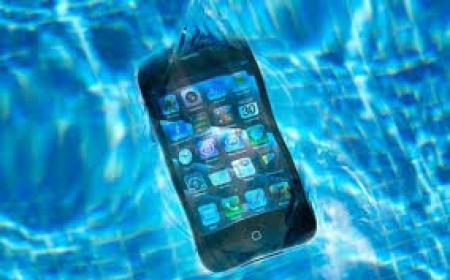 ماذا تفعل اذا سقط هاتفك المحمول بالماء ؟