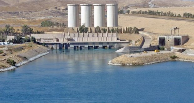 (FILE) A general view shows the Mosul dam on the Tigris River around 50 kilometres north of the northern Iraqi city of Mosul, 31 October 2007. Jihadists have seized Iraq's largest dam north of their hub of Mosul, giving them control over the supply of water and electricity for a vast area, officials said on August 8, 2014. AFP PHOTO/AHMAD AL-RUBAYE