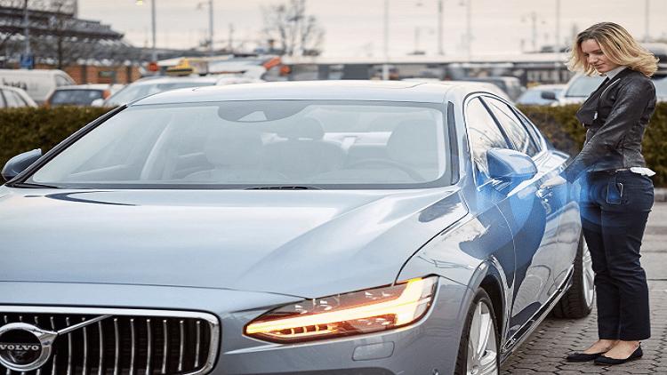 فولفو تبدأ بيع سياراتها بمفاتيح رقمية على الهواتف الذكية