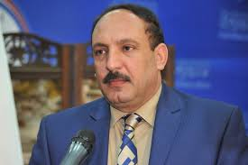 المحنا: مصير وزير الدفاع مرتبط بالمصالح السياسية