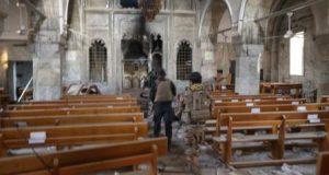 جنود من القوات العراقية الخاصة داخل كنيسة دمرها مقاتلو تنظيم داعش الارهابي في برطلة شرق الموصل بالعراق يوم الجمعة. تصوير: جوران توماسيفيتش - رويترز.