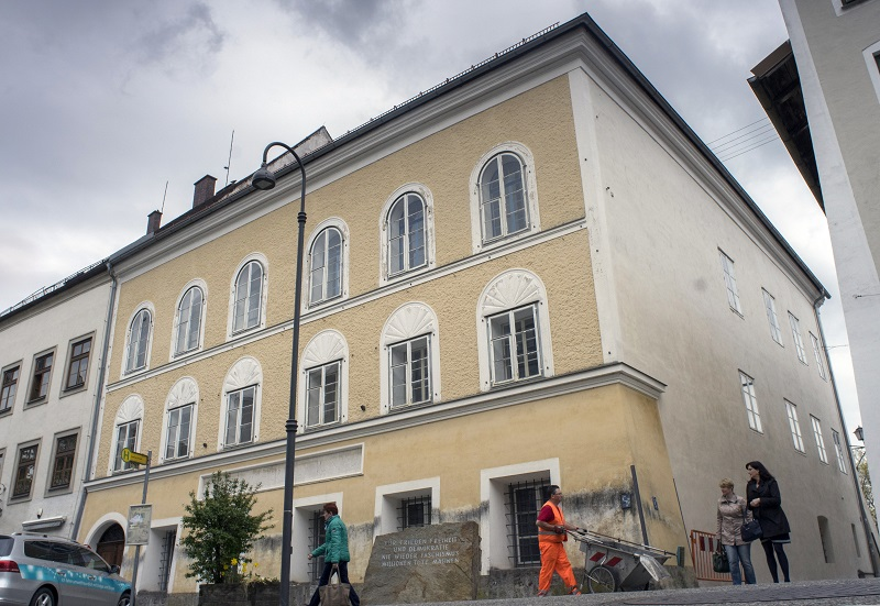 (FILES) This file photo taken on April 17, 2015 shows a memorial stone stands outside the house where Adolf Hitler was born in Braunau Am Inn, Austria on April 18, 2015.   The house where Adolf Hitler was born is to be torn down to stop it from becoming a neo-Nazi shrine after years of bitter legal wrangling, Austria's interior minister said October 17, 2016. / AFP PHOTO / JOE KLAMAR