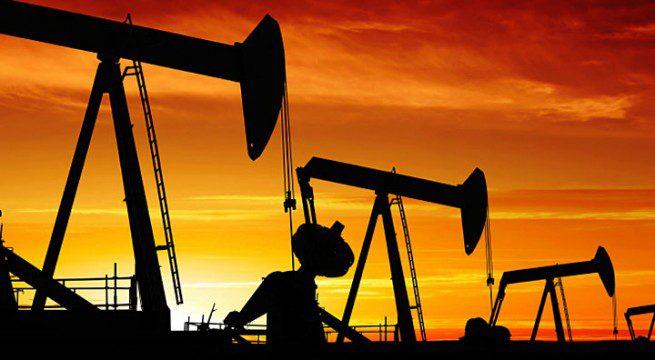 توقعات بانخفاض اسعار النفط مجددا بسبب ارتفاع المخزونات الخام الأمريكية وضعف الطلب
