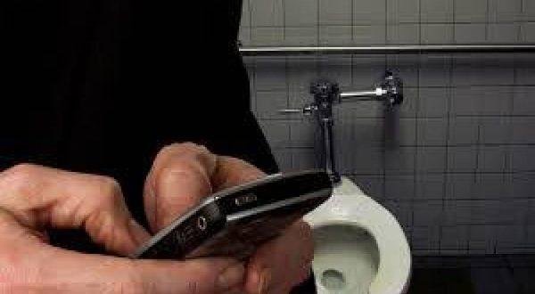 الهاتف في المرحاض
